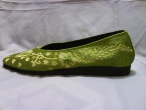 sepatu bordir bunga-hijau