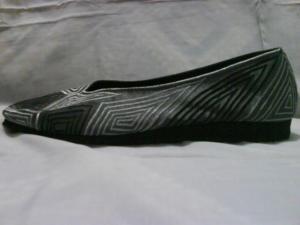 sepatu-bordir-ombak-abu-2