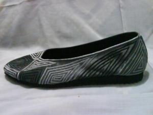 sepatu-bordir-stick-abu-abu